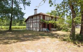 Maison landaise typique de vacances, 12 couchages, nichés au cœur des Pins à 800 m du Lac à pieds.