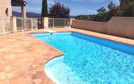 Villa provençale sur 2 niveaux avec 4 chambres, piscine (8 x 4 m) et vue mer, dans un environneme...