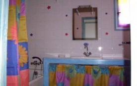sdbain compléte baignoire et meuble vasque.. wc séparé.