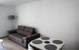 Appartement de 31m2 rénove en mai 2017, spacieux au centre de la Grande de Motte. A 50M de la Plage, WIFI inclus.