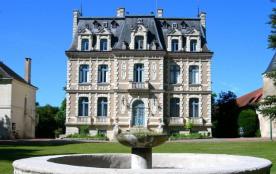 Camping Château de la Rolandière, 50 emplacements, 3 locatifs