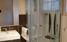 salle de bain de la suite en rez de chaussée extérieure