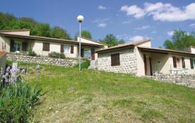 Les Lioures A aménagé sur les pentes ensoleillées du Tanargue, dans les hautes Cévennes, ce villa...