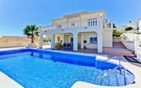 Villa AA55. Confortable et belle pour 12 personnes située à la Cumbre del Sol qui profite d'une m...