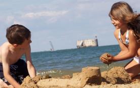 Plage à proximité trés adaptée aux enfants