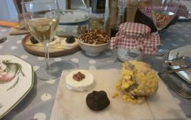 Les produits locaux, vins, truffes, noix, foie gras