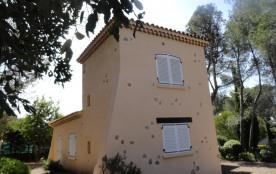 La Tour: au rdc chambre enfants et grande chambre à l'etage