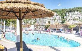 Point de départ de la descente des Gorges de l'Ardèche, retrouvez ce village typique de Vogüe cla...