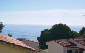 Agréable petit appartement, d'une capacité pour 2 personnes, bien équipé, situé à Grifeu, quartier calme, à 300 mètre...