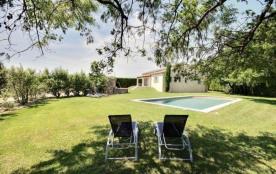 Très belle villa, catégorie 4 étoiles, dans un environnement calme (vignes, pelouse, arbres, vue ...