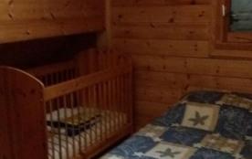 Chambre A Etage Lit bois bébé Tour de lit Lit 2 personnes Fenêtre coté parking