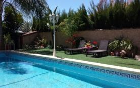 Joli Gîte dans Petite Maison indépendante avec Piscine et Jardin  a 25mn de Seville. - Seville