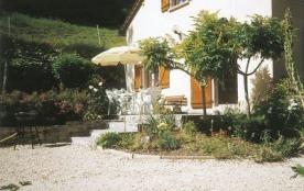 Venez découvrir cette jolie maison située dans un hameau au cœur de la Vallée du Lot. Les amateur...