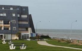 Appartement NON FUMEUR de 2 pièces avec LOGGIA en FROND DE MER donnant sur la plage (à perte de vue)/ CÔTE de NACRE