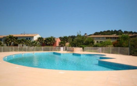 ref. GR3. Domaine piscine, tennis.