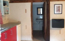 studio en pierre rénové dans ancien corps de ferme avec piscine, tennis et musltisport + spa