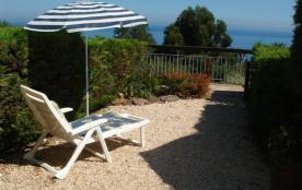 Dans un domaine privé, avec piscine collective, au calme, belle vue mer, à 400m de la plage du Ca...