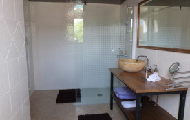salle de douche gite bambou