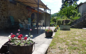 côté entrée, avec terrasse