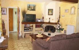 Villa Provençale située près du village de Eyragues.