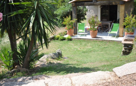 Vue extérieure et pelouse