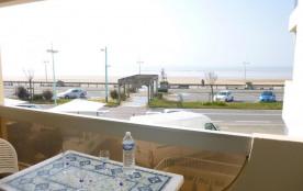 Appartement 2 pièces de 52 m² environ pour 6 personnes située à 50 m de la mer, dans un quartier ...