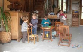 Dans le hameau familial du Masbareau, une salle de jeux est à votre disposition