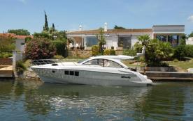 Grande et belle maison avec piscine privée sur un terrain de 1301 m² et canal large. 21,50 m de f...