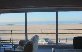Appartement très spacieux vue frontale sur mer, tout confort