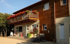 Camping Les Chênes, 76 emplacements, 14 locatifs