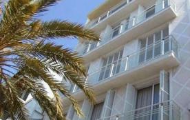 Av. Rhode 2 - Appartement à Rosas qui possède 2 chambres et capacité pour 6 personnes.