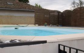 piscine de 7 mètres par 4 m et 1.60 m de profondeur