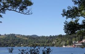 Camping du lac d'Aydat - Chalet Pierre & Bois + terrasse couverte 5 personnes incluses dans le ta...