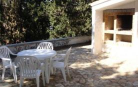 Appartement agréable d'une capacité de 2/4 personnes, rez de chaussée d'une villa de 2 logements.