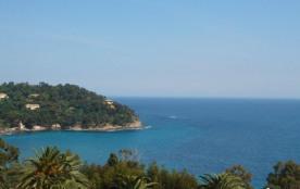A 400m de la plage du Canadel appartement pour 4 personnes avec très belle vue mer.