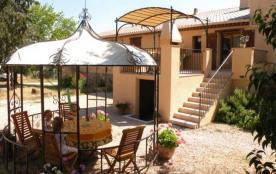 Gîtes de France Le Cyprès aux Espérifés - Gîte sur domaine viticole attenant à la maison des prop...