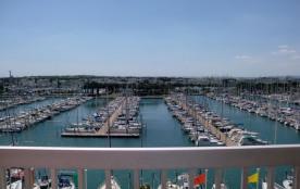 Appartement deux pièces cabine de 42 m² environ pour 4 personnes situées en plein cœur du port de...