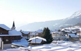 Résidence construite en 2008, située au centre du village, à proximité de tous commerces, à 3 kms...