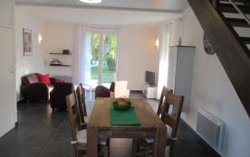 """""""Picasso"""" Grande table rustic et séjour confortable"""