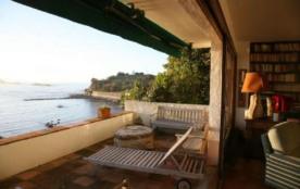 Emplacement exceptionnel, gde terrasse, plage mer montagne, calme, tout à pied.