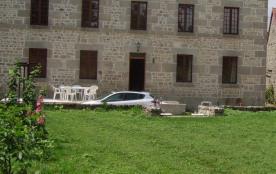 Entrée et façade maison avec terrasse
