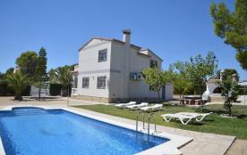 Belle et grande villa de quatre chambres avec piscine pour 8 a 10 personnes