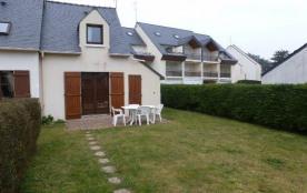 Maison jumelée - Dans une résidence avec piscine et tennis.