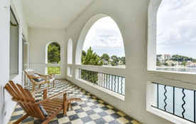 Villa néo-classique, accès direct à la plage