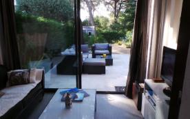 salon intérieur sur jardin