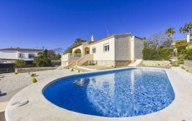 Agréable villa pour les vacances pour 8 personnes avec piscine privée, proche du village et des p...