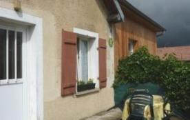 L'un des 2 gîtes bien indépendants, aménagé dans 1 vaste habitation, résidence principale de la p...