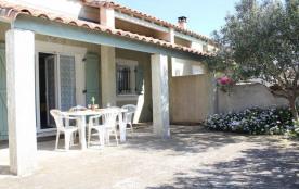 Maison T3 pièces mezzanine de 62 m² environ pour 6 personnes situées à 900 m de la plage et du ce...