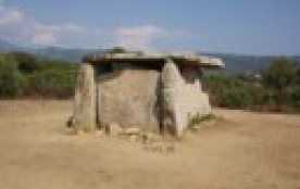 les environs : dolmen de Fontanaccia