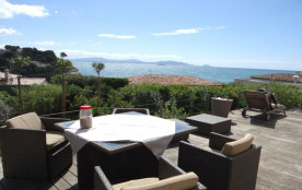 Villa avec piscine et vue mer panoramique. 170 m² 5 chambres (10 couchages) sur 1100 m² de terrain clos et paysagé.